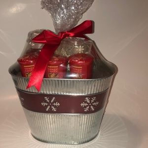 Yankee Candle NWT Sparkling Cinnamon Holiday Set.
